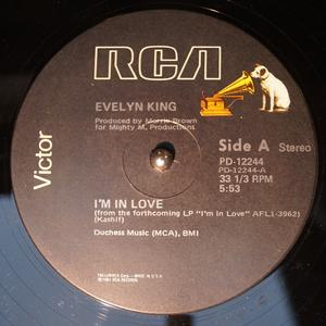 Single Cover Evelyn 'champagne' - I'm In Love King