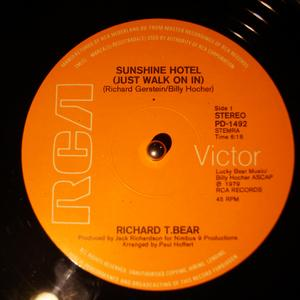 Single Cover Richard T. - Sunshine Hotel (just Walk On In) Bear